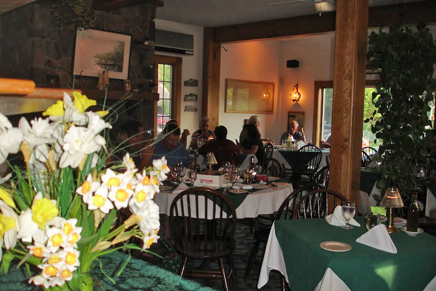 Gingerbread House Restaurant In Oquossoc Maine Deck Dining Ice Cream Parlor Banquet Facilities Main Room
