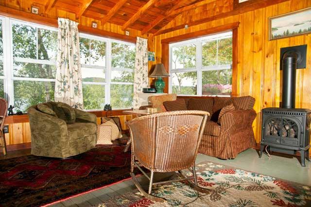 A cozy cabin rental overlooking rangeley lake for Cozy cabins rentals